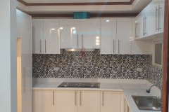 GLossy-White-kitchen-with-white-quartz-countertop